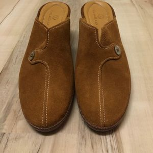 Cole Hahn woman's suede  size 8M